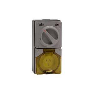 ClipsalINDUST COMB SWITCH 240V 15A 3 FLAT PINS